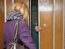 14-летняя ижевская школьница отбилась от насильника в лифте