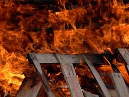 Из-за скачка напряжения сгорела крыша дома в Липовой роще Ижевска
