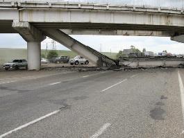 В Индии рухнул мост под участниками политического митинга: более 30 погибших