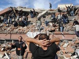 Мощное землетрясение в Турции: погибли более 200 человек
