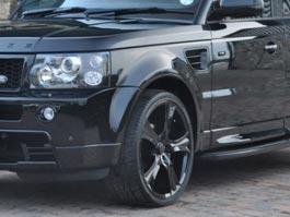 На набережной Ижевска перевернулся Land Rover, водитель вылетел через стекло
