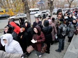 В Екатеринбурге лихачка на иномарке врезалась в толпу паломников