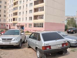 ГИБДД Удмуртии призвала управляющие компании смириться с авто во дворах