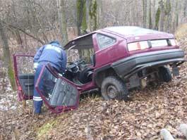 В Удмуртии легковушка улетела с трассы в лесопосадку, один человек погиб