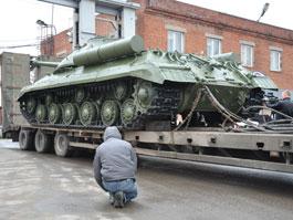 К дворцу пионеров в Ижевске привезли танк «Иосиф Сталин»