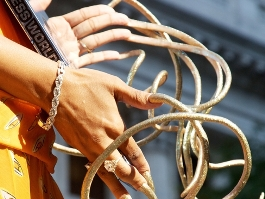 Американка за 18 лет отрастила самые длинные в мире ногти