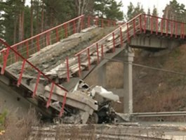 Трасса Екатеринбург-Пермь расчищена от обломков рухнувшего моста