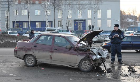 Серьезная авария в центре Ижевска: столкнулись 2 легковушки