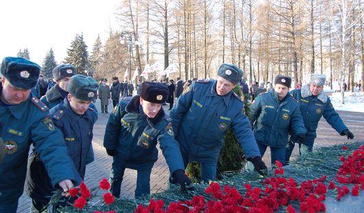 Торжественное возложение цветов к памятнику Неизвестного солдата состоялось в Ижевске