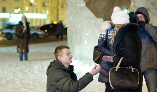 Необычное предложение руки и сердца сделал ижевчанин на Центральной площади