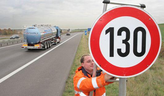 Скорость движения на российских автомагистралях могут увеличить до 130 км/ч