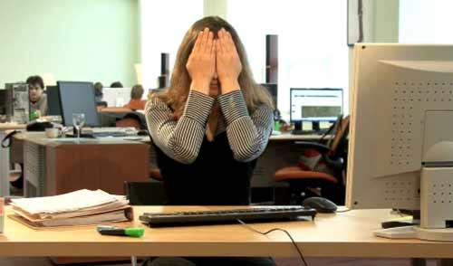 Полезное видео: 5 простых упражнений для расслабления глаз в офисе