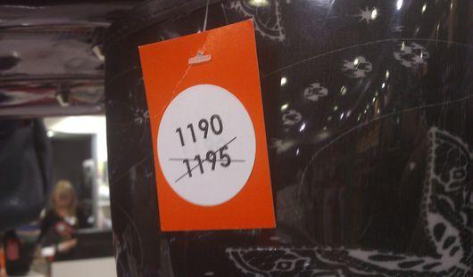 Фотофакт: грандиозная распродажа в ижевском магазине – скидка на сапоги 5 рублей!