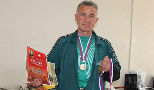 Житель Удмуртии установил мировой рекорд по рывку гири