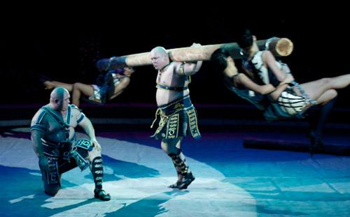 Международный цирковой фестиваль в Ижевске: стриптиз на арене и богатырь с бревном в 350 кг