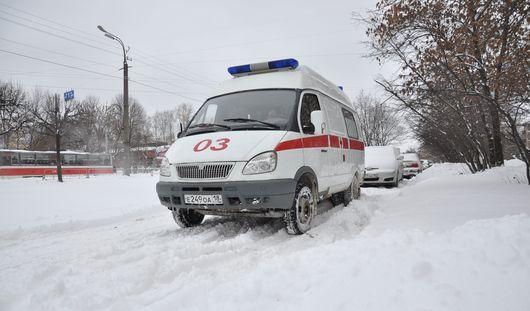 Спасатели Удмуртии вытащили из-под снега полуживого мальчика