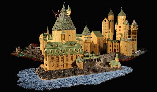 Жительница США собрала из «Лего» уменьшенную модель школы волшебства «Хогвартс»
