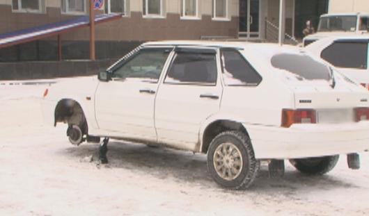 Ижевские приставы начали снимать колеса с авто должников