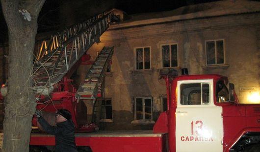 Пожарные Удмуртии спасли 15 человек из загоревшегося дома