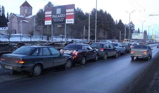 «Паровозик» из 7 машин, эвакуация в торговом центре: о чем сегодня утром говорят в Ижевске