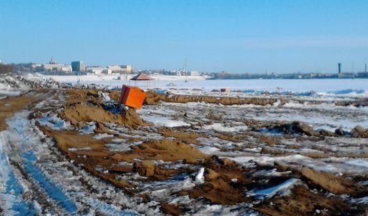 Фотофакт: на ижевском пляже полным ходом идут работы по реконструкции
