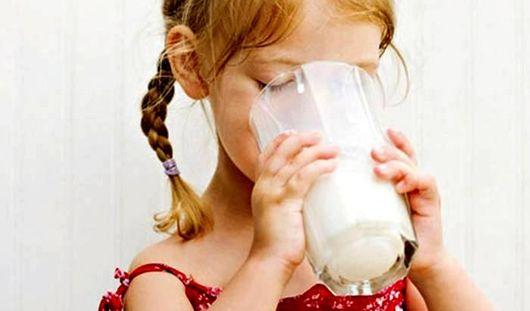 Обезжиренное молоко провоцирует ожирение