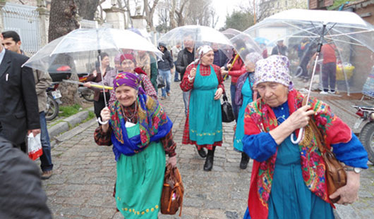«Бурановские бабушки» вернулись домой после зарубежного турне