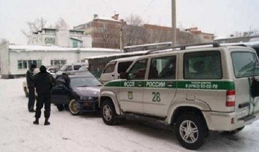 В Удмуртии судебные приставы наложили арест на 60 автомобилей, 7 мобильников и 9 колес