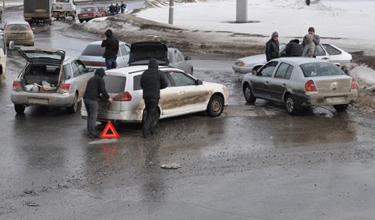 Около 50 машин за день пробили покрышки на кольце Союзная-Ленина в Ижевске