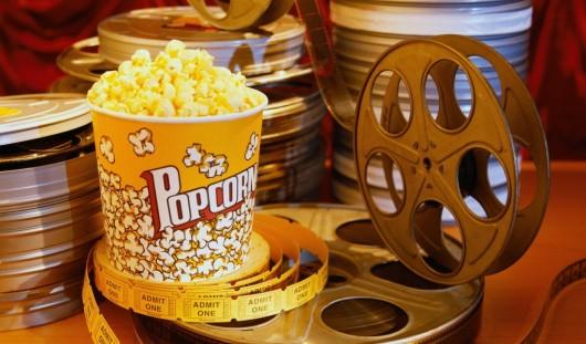 Россиянам разрешили приходить в кино со своей едой и напитками