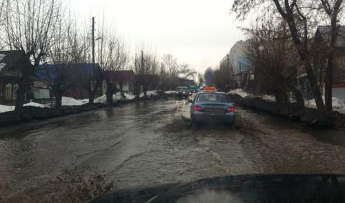 Фотофакт: в Ижевске затопило улицу Партизанскую
