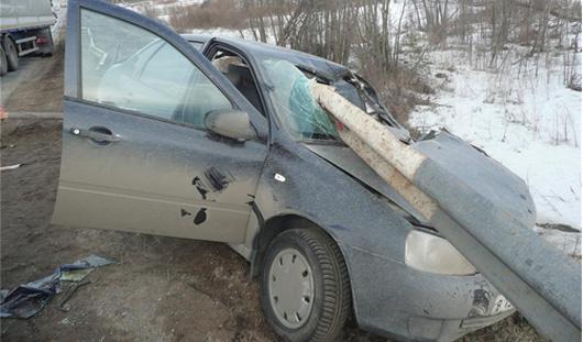 В Удмуртии автомобиль после столкновения с другой машиной вылетел на обочину