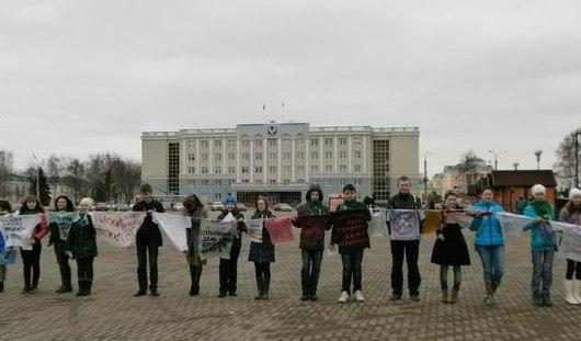 Ижевчане выразили свой протест курению надписями на футболках