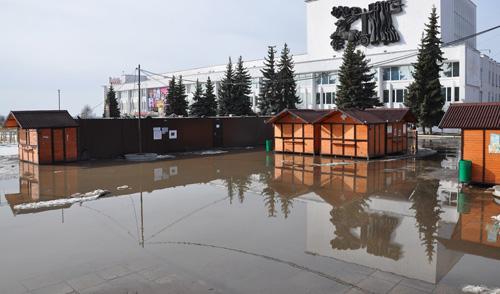 Фотофакт: в Ижевске затопило Центральную площадь