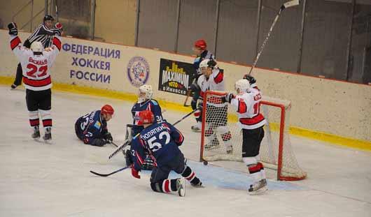 Хоккеисты «Ижстали» не смогли обыграть глазовский ХК «Прогресс»