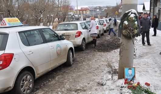 Депутат от ЛДПР предложил ввести штрафы за похоронные венки на дорогах