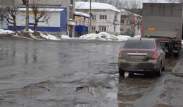 В Ижевске закрыли движение транспорта через улицу Областную