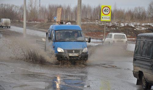 Фотофакт: водители устраивают на дорогах Ижевска «водные шоу»