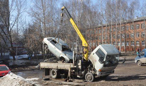 Фотофакт: урожай  автомобильных «подснежников» начали собирать ижевские эвакуаторы