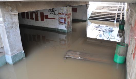 В Ижевске затопило подземный пешеходный переход