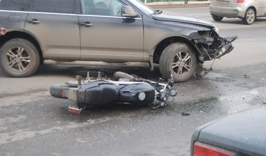 В Ижевске иномарка сбила мотоциклиста: на Удмуртской огромная пробка