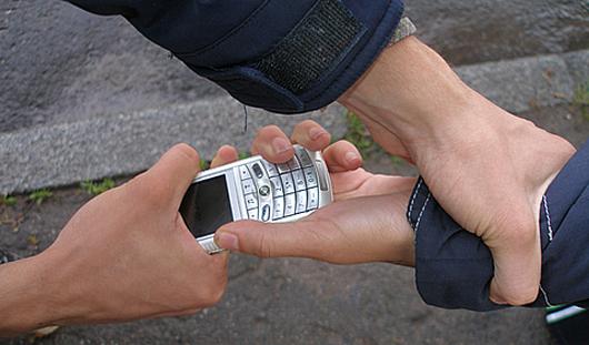 В Ижевске поймали телефонного вора, терроризировавшего школьников