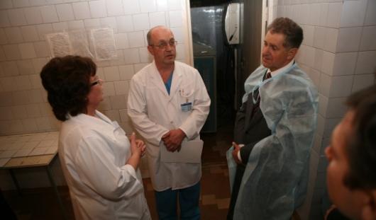 Александр Волков взял под личный контроль вопрос с зарплатами врачей