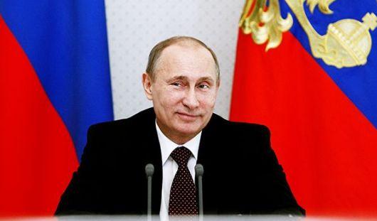 На «прямой линии» Владимир Путин прокомментировал ситуацию с зарплатами врачей