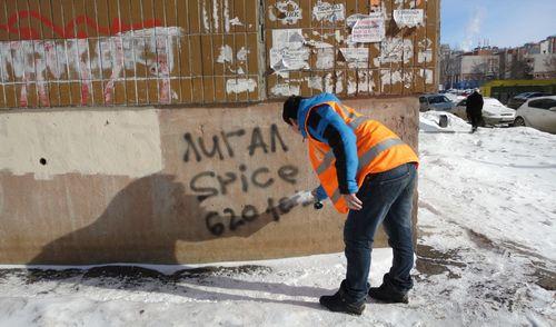 Фотофакт: ижевчане борются с распространением «легальных» наркотиков