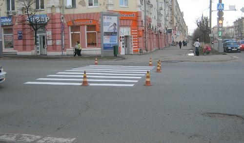 Фотофакт: в Ижевске рисуют «зебры» и стоп-линии