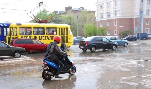 В России владельцев скутеров обязали сдавать на права