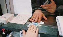 Сотрудница ижевского банка снимала со счетов клиентов деньги