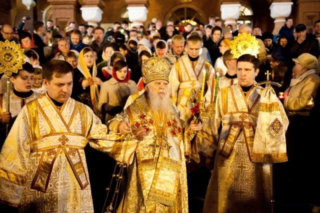 В Ижевске православные христиане празднуют Воскресение Христово