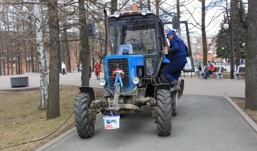 Фотофакт: на улицах Ижевска можно встретить трактор Бэтмена